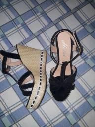 Título do anúncio: Vendo sandália salto Anabela, n°36, cor preto, nova nunca usada.
