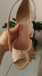 Vendo sandália semi nova n° 36