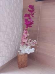 Título do anúncio: Vaso com Orquídeas, Poltrona, Mesa de Canto e Abajur!