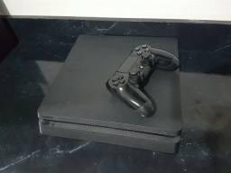 PlayStation 4 Slim, 1 terabyte (retirar em Matinhos)