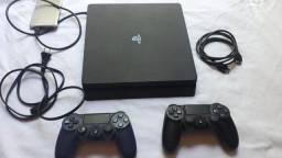 PlayStation 4 slin 1 terá 2 controle