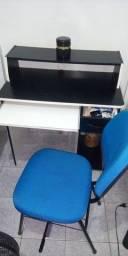 Vendo mesa con cadeira para PC