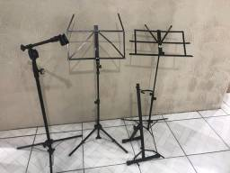 2 Suporte para pártitura 1 suporte para violão e 1 para microfone ?