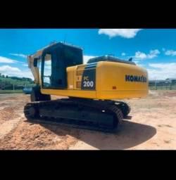 Escavadeira  komatsu  R$ 180.000
