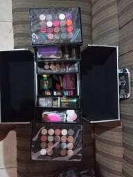 Vendo maleta de maquiagem completa.