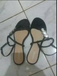 Duas sandálias femininas