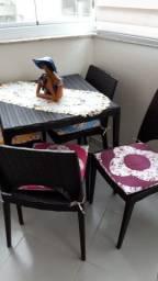 Conjunto de Mesa e 4 Cadeiras