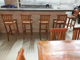 Mesas ,cadeiras ,banquetas