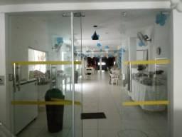Vende-se ou Aluga-se Porteira fechada prédio dois andares, prox. a Almirante Barroso