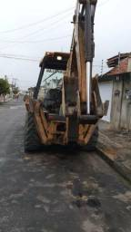 Retroescavadeira Caterpillar 2006 4x2 45.000 - 2006