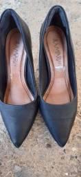 Sapato de couro número 35