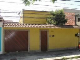 Bangu/Rio da Prata/casa 3 quartos/quintal grande e garagem 3 carros - 2 mil reais