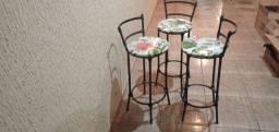 3 banquetas altas com ferro e vinny e assento floridos plastificado soffisticatto