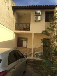 Venda/Aluguel de casa com 131m2 de área construída, 3 quartos, 3 banheiros, piscina