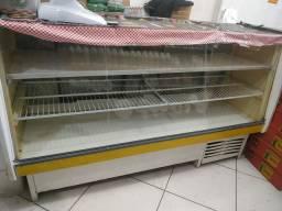 Expositora balcão refrigerado gelando muito.