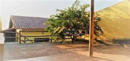 Título do anúncio: Casa em meio lote com garagem coberta e área gourmet a venda em São Joaquim de Bicas.