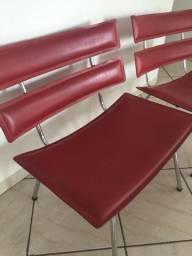 Cadeiras em couro e pés de inox