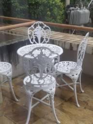 Mesa com 4 cadeiras chinesas