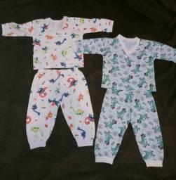 Pijamas e conjuntos de toca e luvas e meias