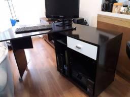 Mesa para computador com tampo giratorio.