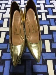 Sapato escarpan dourado