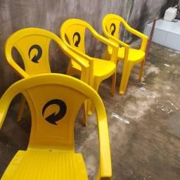 Vendo essas quatro cadeiras em perfeito estado.