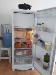 geladeira Consul -,1 ano de uso