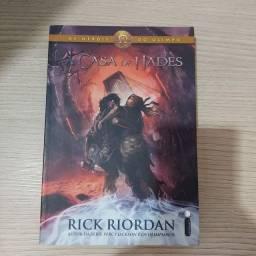 """Livro """"A Casa de Hades"""" coleção Percy Jackson"""