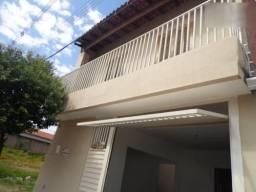 Casa 3 quartos, 3 banheiros, garagem coberta e espaço para benfeitorias