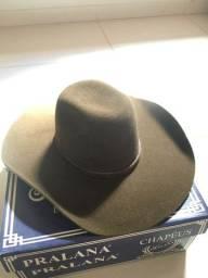 Vendo 2 chapéu  - 300 reais os dois