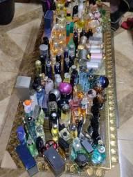 Título do anúncio: Vendo lote fechado de 150 perfumes importados
