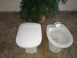 Vasos sanitários e válvula Hidra