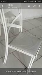 Cadeira de ferro acolchoada