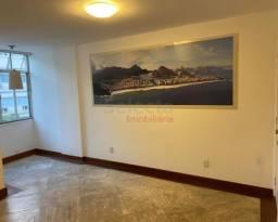 Apartamento reformado em Ipanema, próximo ao metrô e a poucas quadras da praia!!