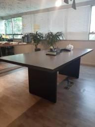 Mesa de sala de reunião