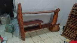Estante e mesa de centro feita de troncos!