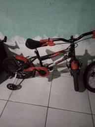 Bicicleta aro 16 preta com vermelho para menino