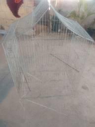 Gaiola ou viveiro para pássaros de grande porte