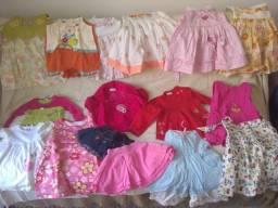 Roupinhas de criança (menina) na idade de 1 a 2 anos