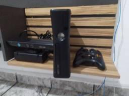Título do anúncio: Vende-se Xbox, o vídeo game está novo novo o motivo da venda é porque não jogo!