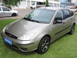 Ford Focus Hatch 1.6 2005 prata - Completo