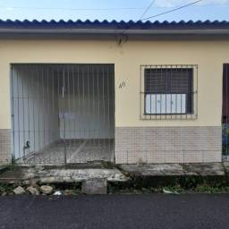 Alugo casa na Rua Santa Marta