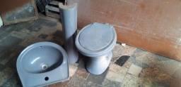 Vendo jogo de vaso sanitario convencional com lavatório de coluna