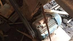 Maquina para serrar e carpintar