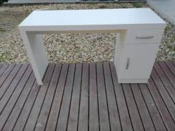 Título do anúncio: Mesa com gaveta e porta Nova multiuso/ Manicure/ Escritório