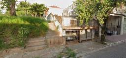 Casa Térrea ao lado de uma praça!!!