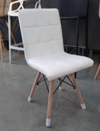 Cadeira branca nova.