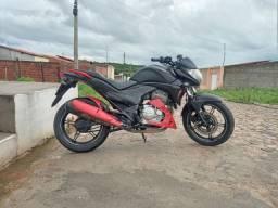 Moto Honda cb 300 bem conservada