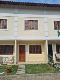 Casa 2 quartos, sala, lavabo, banheiro social, cozinha, área de serviço e estacionamento.