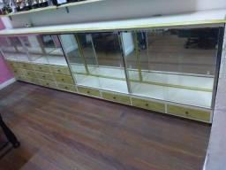 Balcão Cristaleira em madeira de imbuia